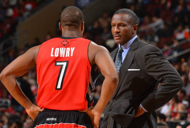 Kyle Lowry y Dwane Casey./ Getty Images