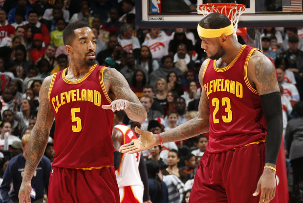 LeBron James y J.R. Smith./ Getty Images