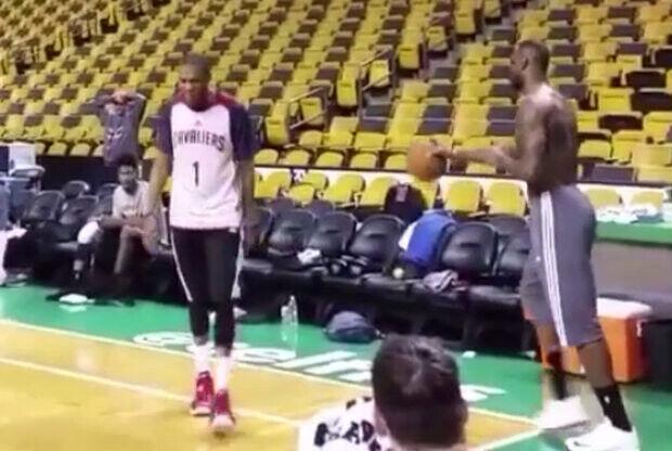 Impresionante canasta de LeBron James. ¿Real o fake?
