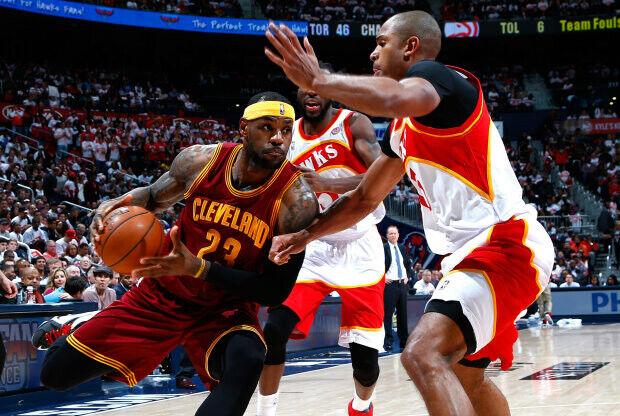 LeBron James y Al Horford./ Getty Images