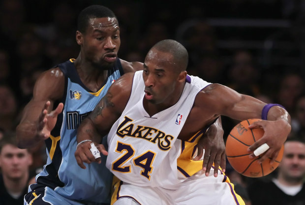 Kobe Bryant y Tony Allen./ Getty Images