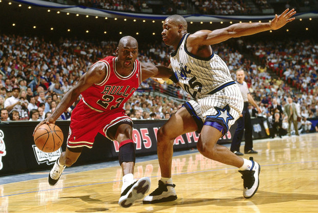 Nick Anderson y Michael Jordan./ Getty Images