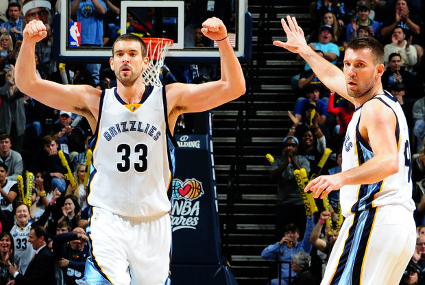 Marc Gasol y Beno Udrih./ Getty Images