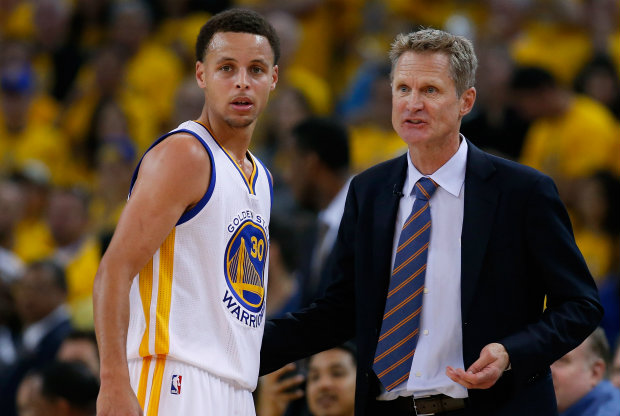 Steve Kerr y Stephen Curry./ Getty Images