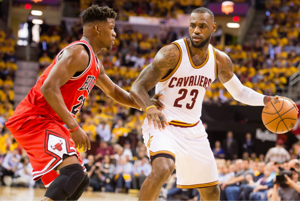 LeBron James vs. Jimmy Butler./ Getty Images