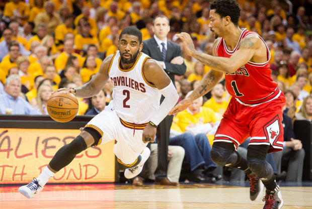 Derrick Rose vs. Kyrie Irving./ Getty Images