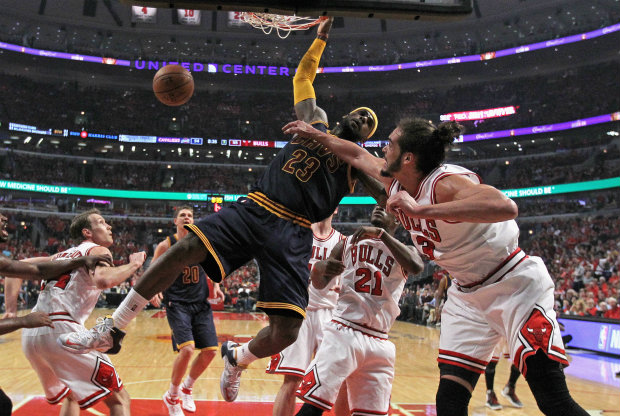 LeBron James y Joakim Noah./ Getty Images