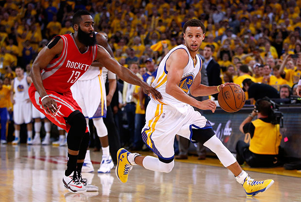 Duelo por todo lo alto entre Stephen Curry y James Harden