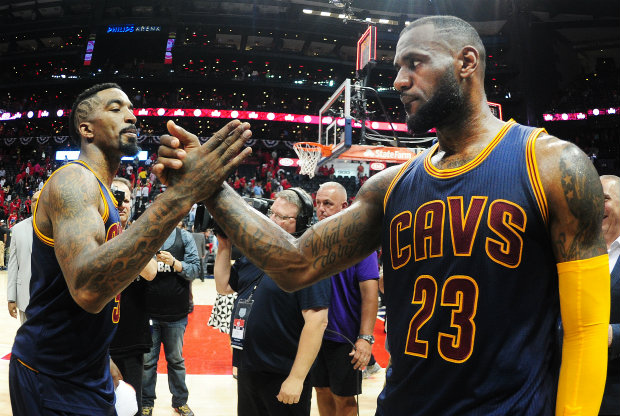 J.R. Smith y LeBron James./ Getty Images