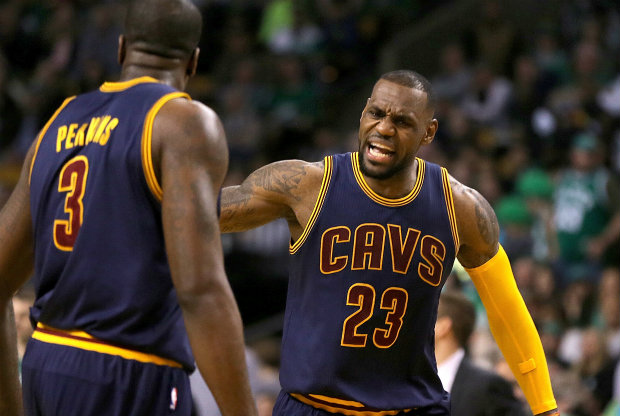 Kendrick Perkins y LeBron James / Getty Images