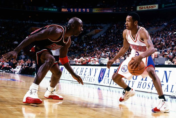 Allen Iverson y Michael Jordan / Getty Images