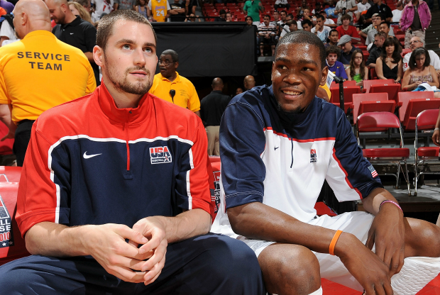 Kevin Durant y Kevin Love / Getty Images