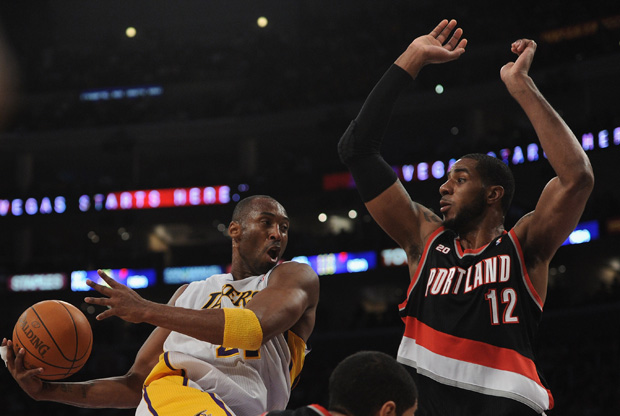 LaMarcus Aldridge y Kobe Bryant / Getty Images