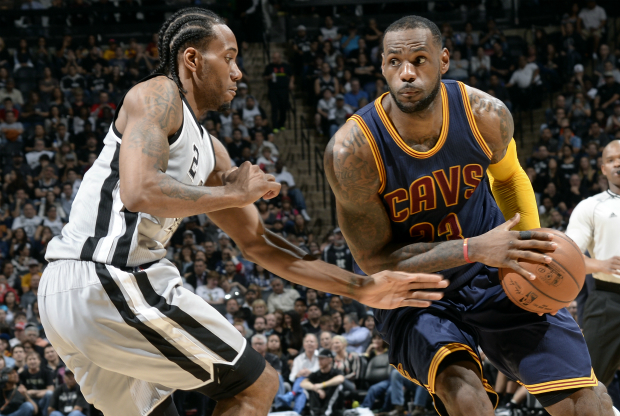 San Antonio Spurs y Cleveland Cavaliers / Getty Images