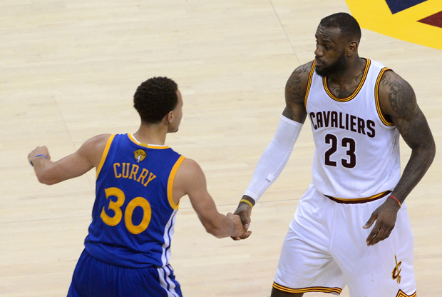 Stephen Curry y LeBron James / Getty Images