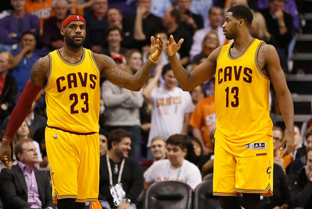LeBron James y Tristan Thompson / Getty Images