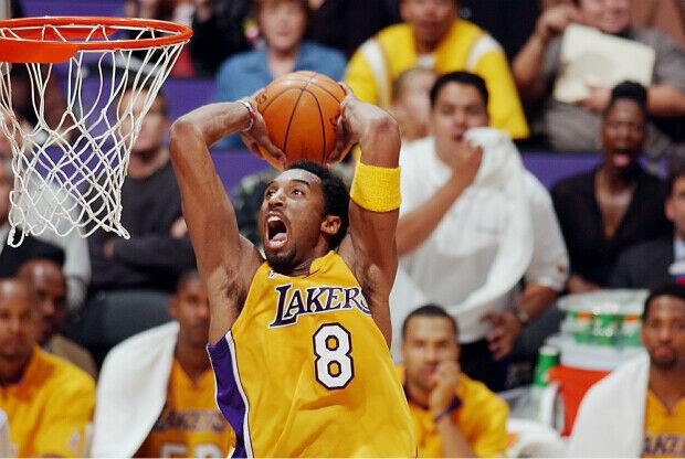 Cuando Kobe Bryant surcaba los aires con su pelo afro