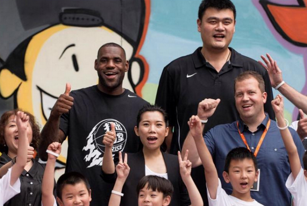LeBron James y Yao Ming