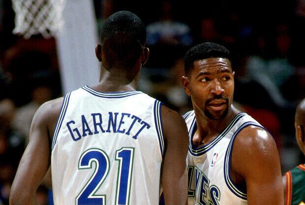 Kevin Garnett y Sam Mitchell en Minnesota Timberwolves