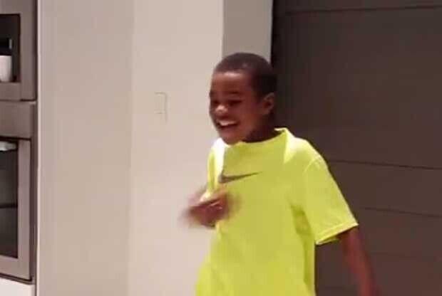 LeBron James se ríe con su hijo