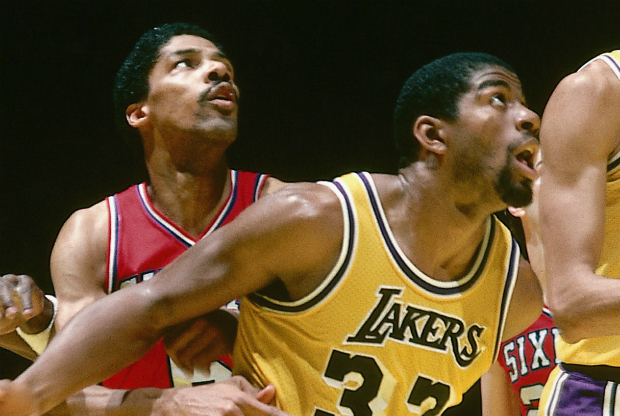 Magic Johnson y Julius Erving / Getty Images