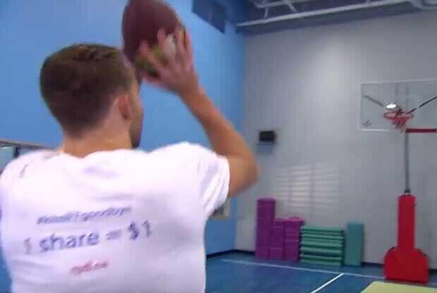 Nik Stauskas tiene un don para los triples