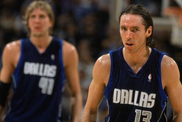 Steve NAsh jugando en Dallas Maverciks