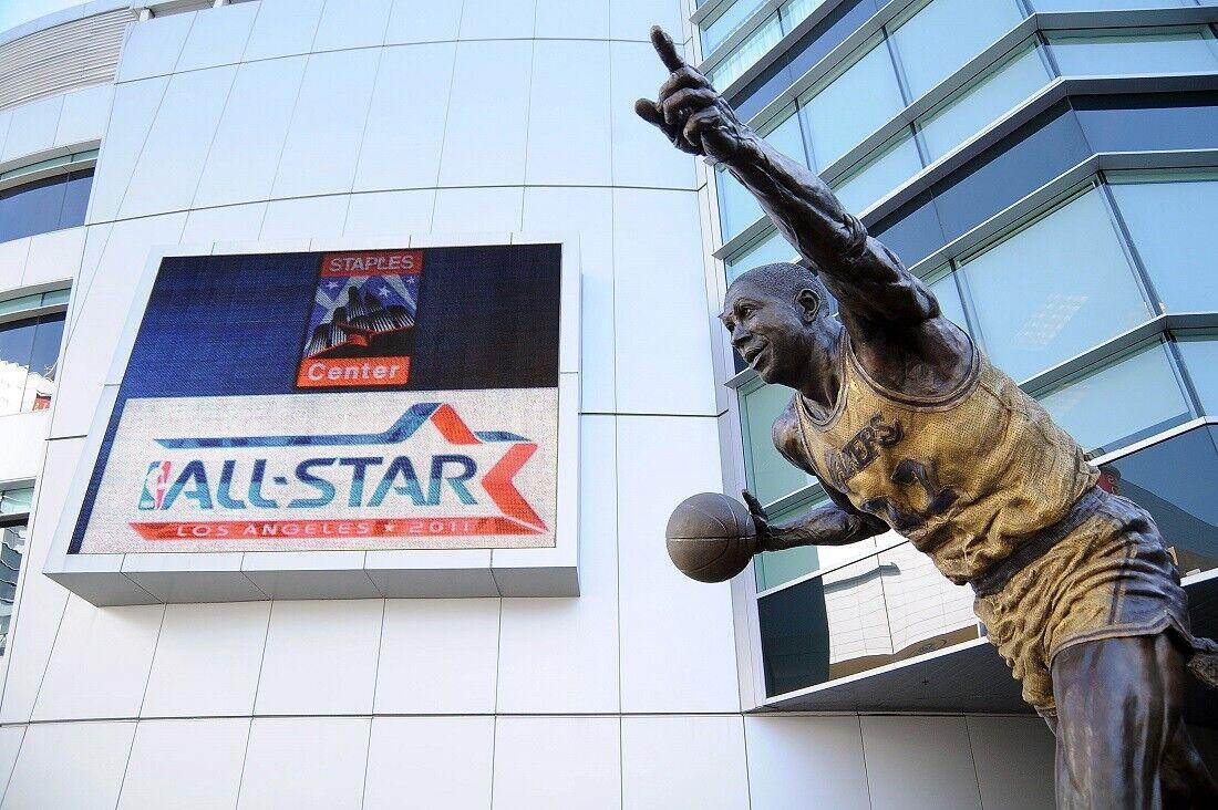 Estatua Magic Johnson