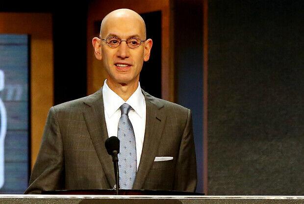 Adam Silver en el Draft de 2015