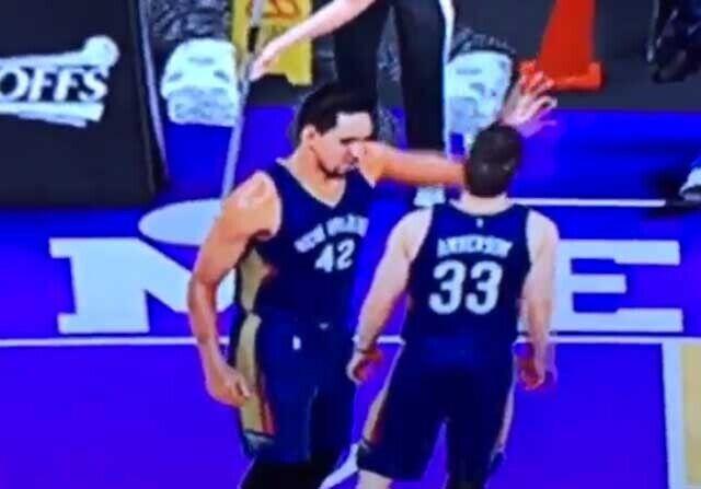 Alexis Ajinca abofetea a un compañero en el NBA 2K16