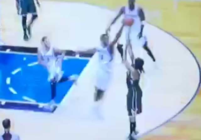 Andrew Wiggins tapona a Chris Copeland sin esfuerzo