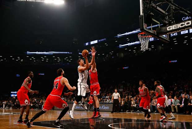 Brook Lopez no pudo con Chicago Bulls