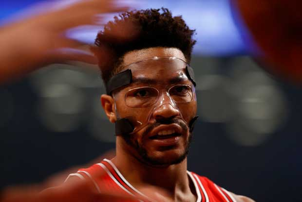 Derrick Rose, con la máscara