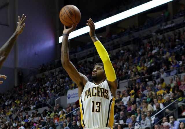 Paul George lanza un triple