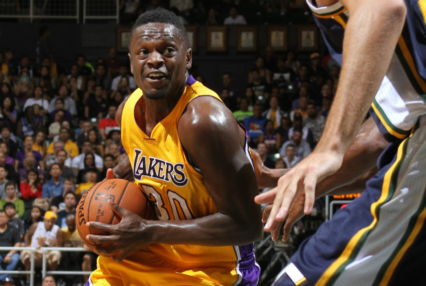 Julius Randle jugando con Los Angeles Lakers