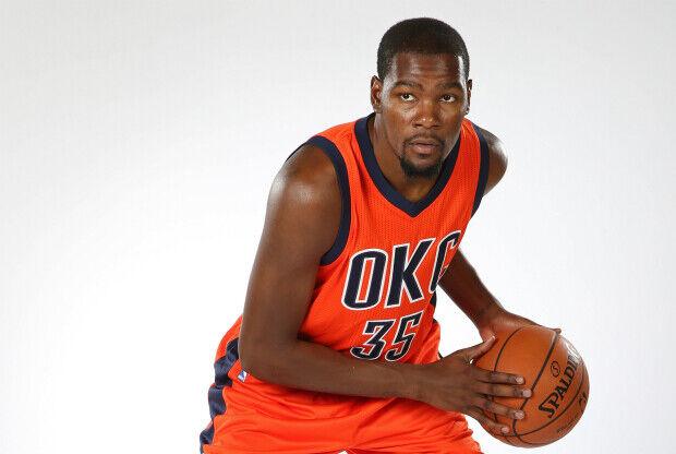 Kevin Durant con el nuevo uniforme de Oklahoma City Thunder