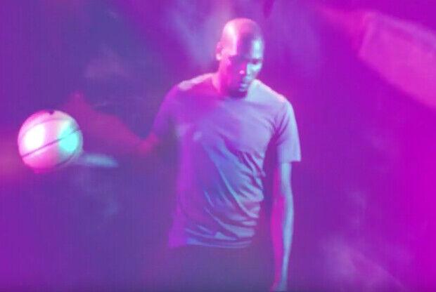 Kevin Durant protagoniza una serie de comerciales de Neff
