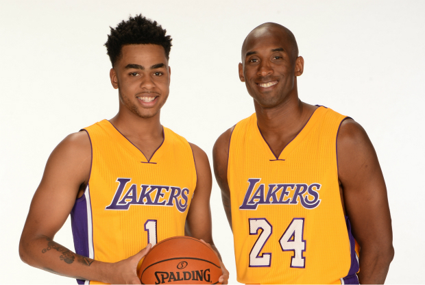 Kobe Bryant posa con D'Angelo Russell