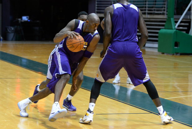 Kobe Bryant entrenando con Los Angeles Lakers
