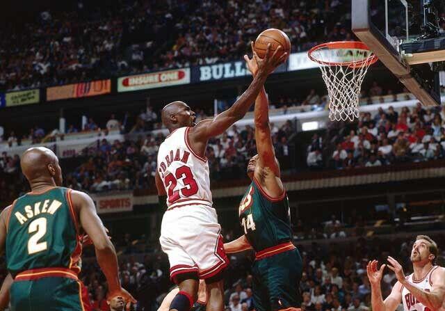 Michael Jordan, en un partido con Chicago Bulls