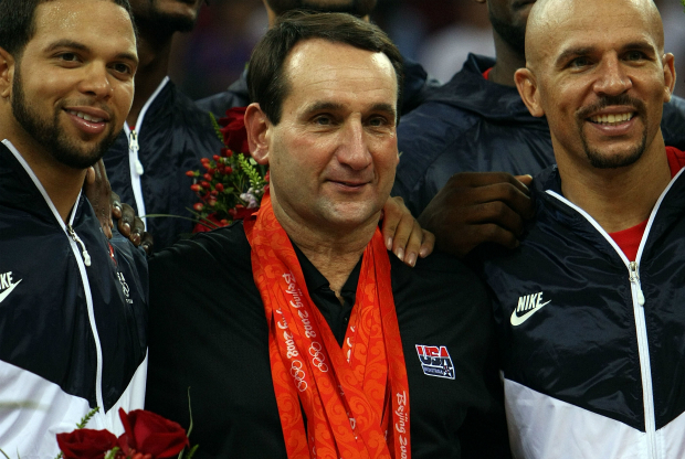 Mike Krzyzewski con sus medallas olímpicas