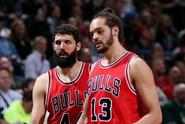 Noah y Mirotic jugando en Chicago Bulls