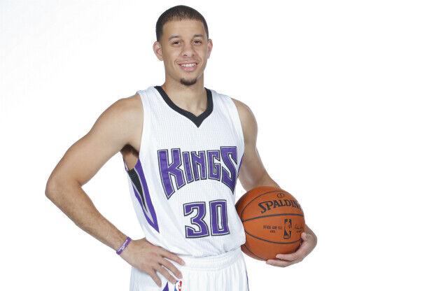 Seth Curry con la camiseta de Sacramento Kings