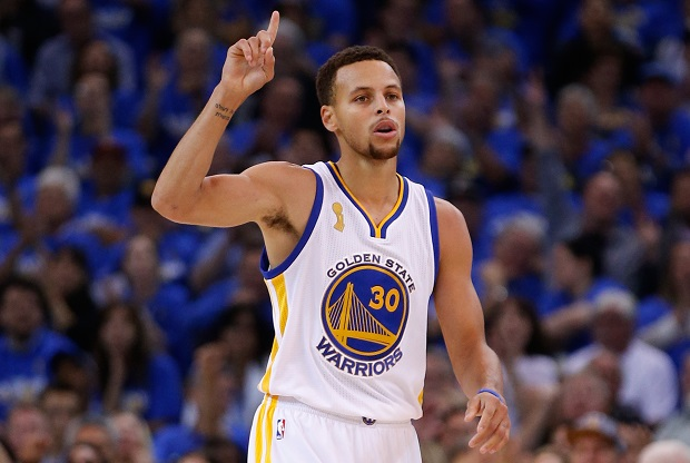 Stephen Curry celebra una canasta con Golden State Warriors