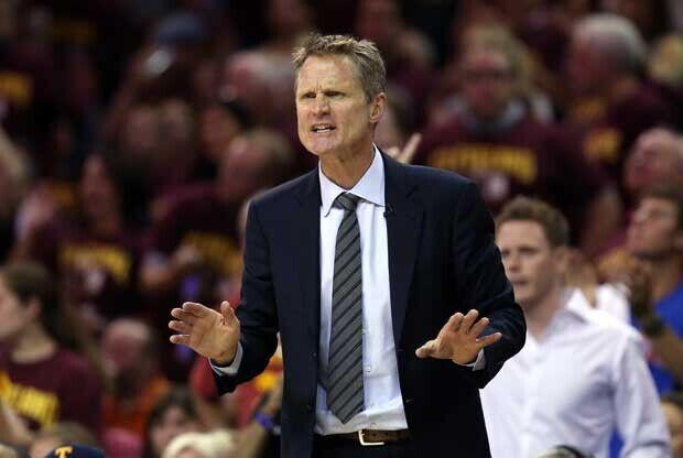 Steve Kerr dirigiendo a Golden State