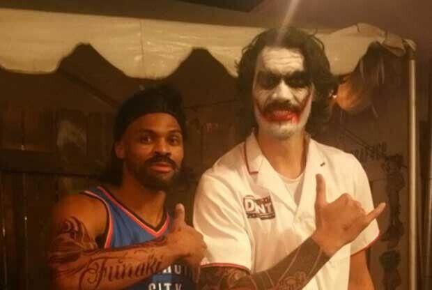 Westbrook y Adams en Hallowen