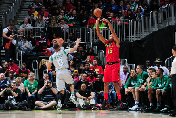 Al Horford en duelo ante Boston Celtics.