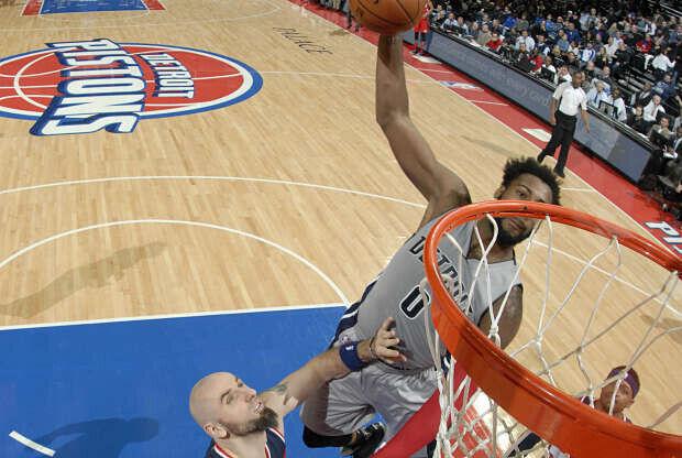 Andre Drummond machaca con Detroit Pistons
