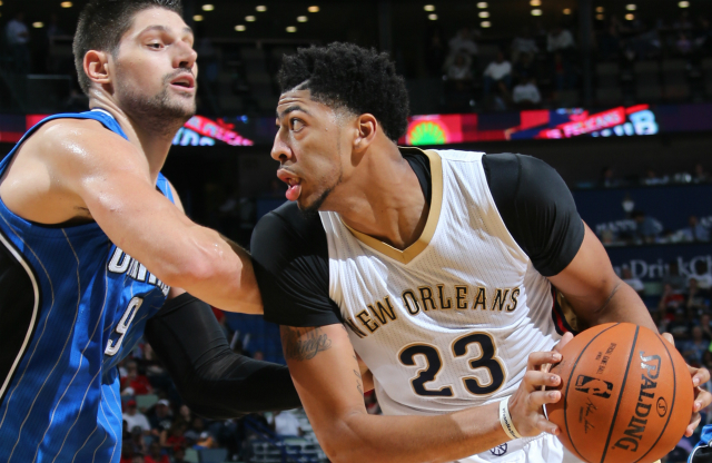 Anthony Davis en aprtido ante Orlando Magic.