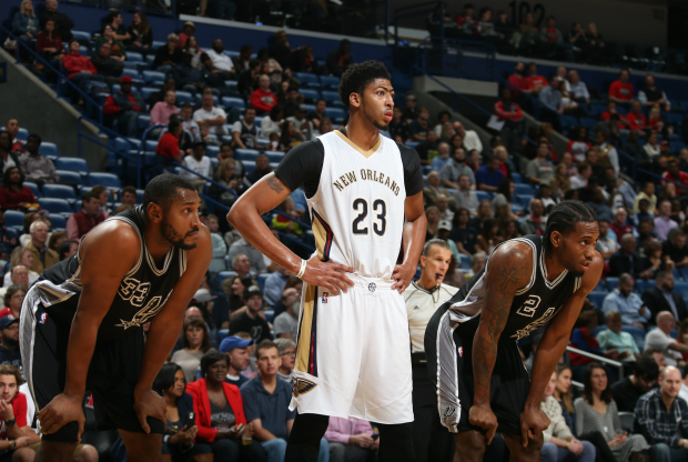 Anthony Davis vence San Antonio